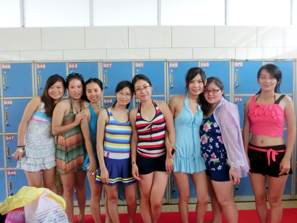 Foreign trade team swimming group photo
