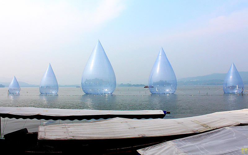 Customized outdoor project inflatables dancing water drops for Simon Ma's solo international tour