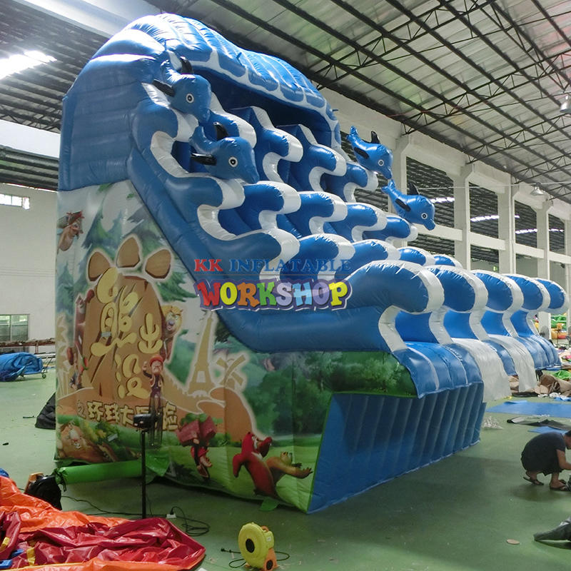 Large inflatable multi-channel water slide
